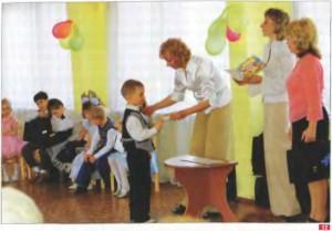 12. Вручение дипломов об окончании детского сада. Фото Н. Николаевской. Май 2008 г. Санкт-Петербург .