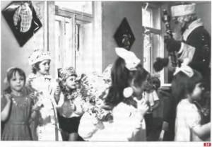 34. Новогодний утренник в детском саду. Фото С.Л. Лебского. 1977 г. Волгоград. Архив И. Веселовой