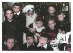 41. Домашний детский новогодний праздник. Дед Мороз - отец маленького мальчика в костюме Арлекина. 1958 г. Сталинград. Архив Г. Сидоровой