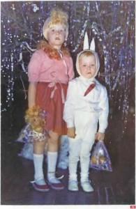 45. Сестра-лисичка и братец-зайчик на елке в детском саду. 1988 г. Ленинград. Архив Д. Димке