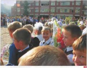 72. Первое сентября. 2-й класс. Фото И. Веселовой.. 1.09.2004 г. Санкт Петербург Из архива И. Веселовой